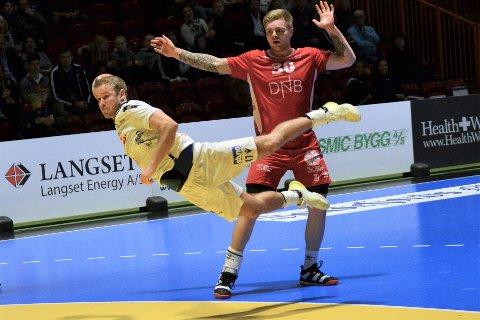 HØYTFLYVENDE: Michael Jonassen viste spenst og teknikk da han leverte en god match for Runar mot Kolstad.