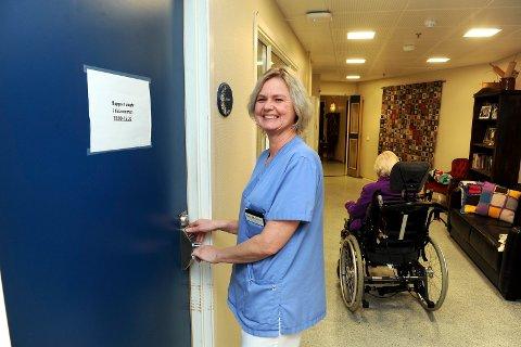 I FULL JOBB: Hjelpepleier Gro Merethe Sparre er veldig fornøyd med at hun ette 15 år endelig har fått en heltidsstilling ved Andebu bo- og behandlingssenter.