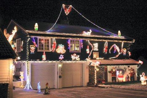 PLAGE: Jul er høytiden hvor det tennes mye lys både inn og ute, men for naboer kan det bli en stor plage.