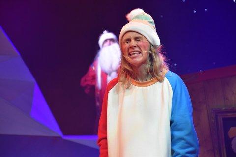 KAJA KABOOM: Mye action, farger og fart blir det når Dagrun Anholt er høyt og lavt på scenen i Svartnissens «Når nøttene blir vrange». FOTO: Vibkeke Bjerkaas