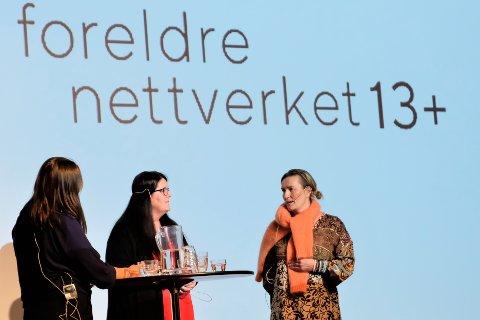 LOKALE: Anne Friis-Olsen (f.v.) og Pia Bergan fra Foreldrenettverket 13+ var av de lokale bidragsyterne under konferansen