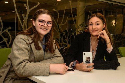 LIKESTILLING: Wilhelmine Andersen (18) og Anastasiia Inanova (18) sitter igjen med mye lærdom og mange inntrykk etter deres tur til Aserbajdsjan.