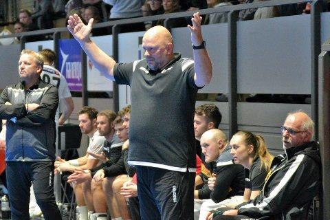Runar-trener Leig Gautestad var forbannet over lagets manglende vilje i kampen mot Drammen. Her fra en tidligere kamp.