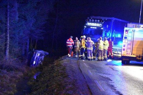 UTFORKJØRING: Det var et eldre ektepar fra Sandefjord som satt i bilen som kjørte ut av veien. Foto: Camilla Hjelmeseth