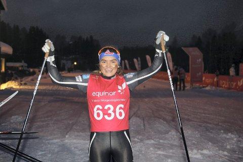 JUBLET: Ingrid Bergene Aabrekk jublet etter innsatsen på sprinten i junior-NM. Ungjenta sikret seg sølvet i J17-klassen.