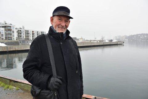 VIL AVLASTE VEIENE: Bjørn Hoelseth (H) er glad for at Jotun vil se på muligheten for en ny og førerløs Framnesferje.