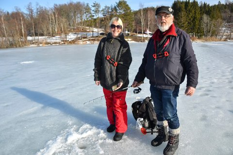 OFTE PÅ TUR: Christina Myhre Fallet (39) og faren Bernt-Aage Fallet (69) er ofte på fisketurer sammen, etter at faren lærte henne å fiske i fjor.