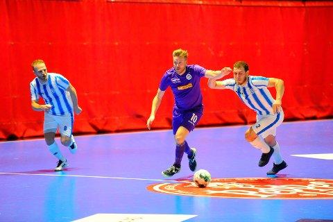 MÅ KLATRE: Niklas Espegren og Sandefjord Futsal har slitt i seriestarten, men er optimister før de tar fatt på siste del av sesongen. Lørdag får de besøk av Sjarmtrollan i Runarhallen.