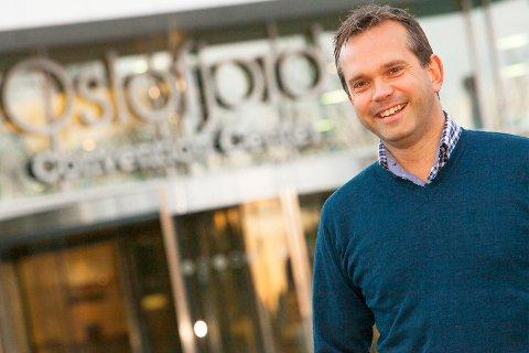 Overrasket: Administrerende direktør ved Oslofjord Convention Center, Stian Fuglset, er overrasket over at håndballforbundet nå trekker seg fra avtalen om to håndballarrangementer i Oslofjord Arena.