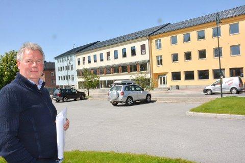 TVANGSSALG: Arbeidet på kjøpesenteret eid av Modalslis selskap stoppet opp for flere år siden. Nå ligger det ute til tvangssalg. Arkivfoto: Jarle Pedersen