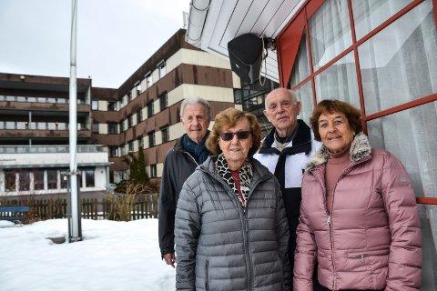 ELDRERÅDET: – Dette blir bra. La oss komme igang, sier disse fire medlemmene i eldrerådet. Bak fra venstre: Per Foshaug og Ragnar Klavenes. Foran Gerd Brattås og Randi Husa.