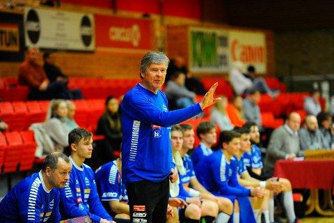 STOLT TRENER: Gunnar Pettersen er klar for årets siste seriekamp, og han har stor tro på at SH kan by opprykksklare St. Hallvard på god kamp.
