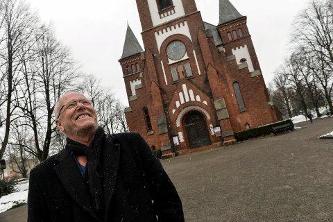 SANDEFJORD KIRKE: Lars Martin Myhre åpner sin nye konsertserie «Under en åpen himmel» førstkommende fredag 8. mars. Her blir det låter og tekster om nåde, toleranse, tro, tvil, og om livet, døden og kjærligheten.