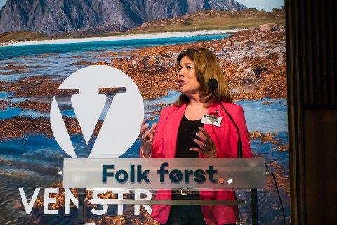 KJEMPER FORTSATT: Karin Virik vil ta opp nedleggelsen av Sandefjord fengsel på Venstres landsmøte. Her er hun på talerstolen på landsmøtet i 2015.