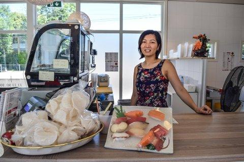 MÅTTE VASKE OG RYDDE: Tang Thi Mac hos Café Lotus gjorde jobben som Mattilsynet påla dem. Nå er smilemunnen tilbake. ARKIVFOTO: Julia Horn