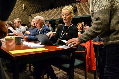 STILTE SPØRSMÅL: Charlotte Jahren Øverbye (SV) stilte spørsmål til ordføreren i en interpellasjon om rasisme og hatefulle ytringer.