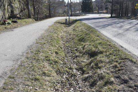 «SKJEDDE HER»: Sjåføren hevder at påkjørselen skjedde i grøfta mellom Lahelleveien og gang- og sykkelstien, og ikke på gang- eller sykkelstien.