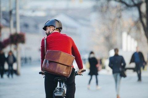 Det rapporteres ikke om flere ulykker med el-sykler enn vanlige sykler. (Foto: iStock)