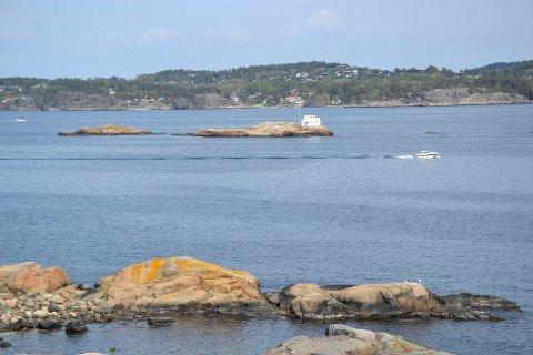 TIL SALGS: Beinskjær i Sandefjordsfjorden har et areal på over fire mål, ei hytte på 35 kvadratmeter og en beskyttet molo «med rikelig plass» til båter.