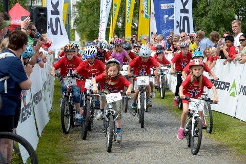 FULL FART: Tour of Norway for Kids arrangeres fredag 31.mai. Her fra et tidligere ritt.