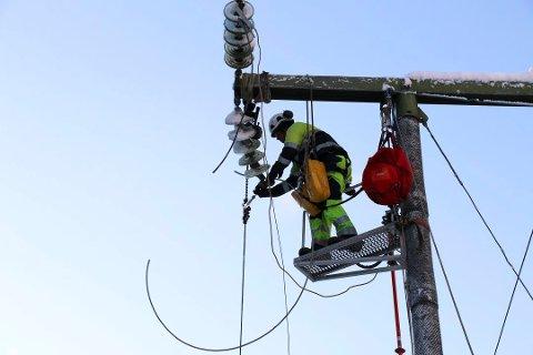 ADVARER: Flere har opplevd å få strømselgere på døra som utgir seg for å være fra Skagerak Energi. Det er de ikke.