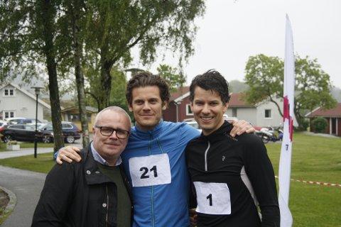 """Arrangør Ruben Heitmann (t.h) var ikke spesiellt fornøyd med været, men var likevel klar til å løpe for livet i """"Løp for livet"""". Her med Svein Tony Gårdsø (t.v) og Gjermund Myrvang (midten)"""