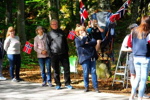 OVERSIKT: Nær toppen av Mokollen hadde Per Christian Bakke rigget seg til med campingstol i et tre.