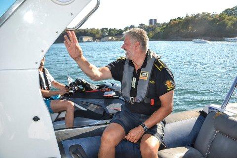 STORT SETT BRA: Da politiførstebetjent Steinar Inselseth patruljerte Sandefjordsfjorden sist sommer hadde han lite å utsette på flere av vannscooter-førerne – med ett unntak. En vannscooter forlot Indre Havn i en fart Inselseth anslo til minimum 60 knop. Føreren ble tatt senere på dagen.