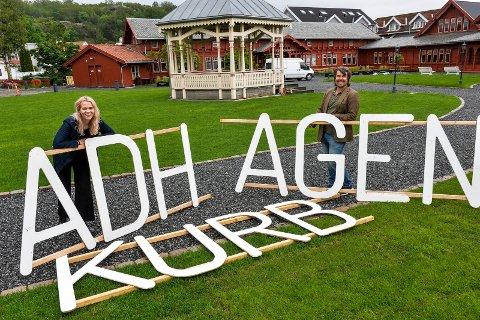 SNART ÅPNING: Sommerens program i Kurbadhagen er klart. Ida Stein og Edvard Gran forbereder hagen til storinnrykk.