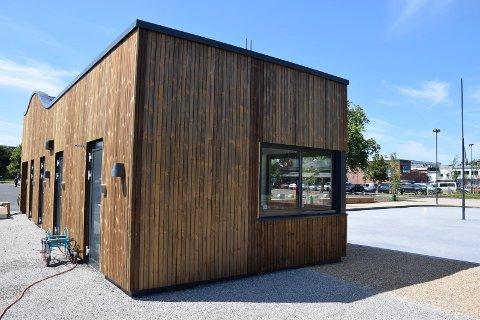 LEDIG: Kommunen søker drivere til denne kiosken i paradegata Thor Dahls gate.