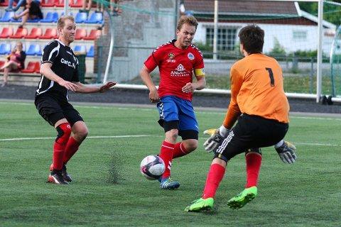 JAKTER: Anders August Ektvedt og resten av laget jakter opprykk til 7. divisjon