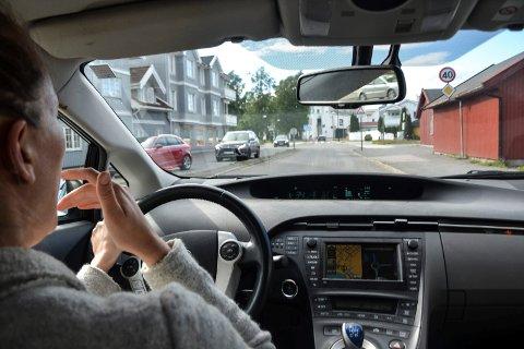 FÅ NOK SØVN: Søvnige bilførere utgjør en stor risiko i trafikken.