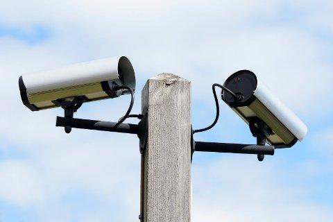 OVERVÅKING: – Det er nødvendig med videokameraer i Thor Dahls gate og Badeparken, mener ordfører Bjørn Ole Gleditsch, som vil be administrasjonen ta tak i problematikken etter ferien.