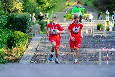 MANGE DUELLER: Lagkameratene Fridhjof Bettum og Gaute Roe ga alt i trappene opp til Midtåsen.