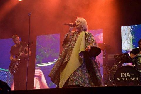 TRAKK SØKNADEN: Ina Wroldsens trakk søknaden da hun ikke trengte kompensasjon likevel. Dette bildet ble tatt da hun opptrådte på Fjordfesten i 2019.