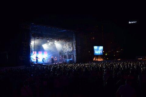 STOR OPPLEVELSE: Ina Wroldsen spilte for tusener av festivalpublikummere i Badeparken lørdag. Noen få sandefjordinger synes volumet fra konsertene på Fjordfesten var for høyt.