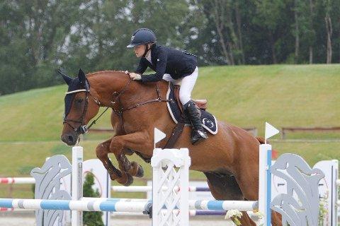Feilfritt. Siri Endresen og hesten Comet leverte et  stevne uten et eneste riv under årets Norgesmesterskap.