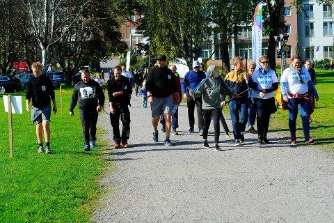 MANGE DELTOK: Det var mange som løp eller gikk Stafett for livet i Sandefjord i fjor. Nå har Kreftforeningen besluttet at årets arrangement utgår.