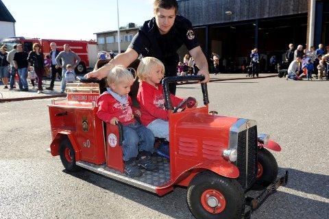 ÅPEN DAG: Det blir mulig å kjøre minibrannbil når brannvesenet åpner opp for publikum. Arkivfoto: Atle Møller