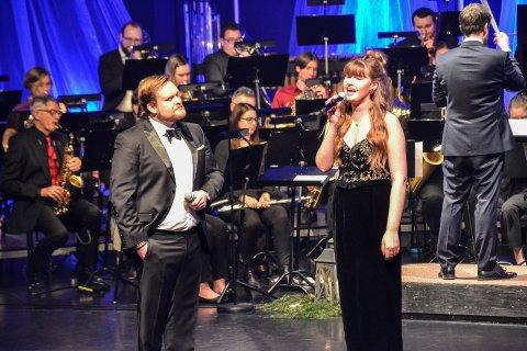 SOLISTER: Lasse Vermeli og Ingrid Saga Andersen framførte sammen Shallow fra filmen «A star is born».