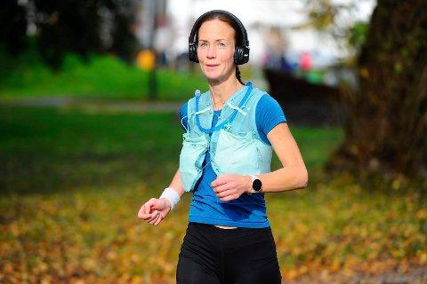 MARATON: Anita Vesley Kleppe løper 42 runder i Badeparken lørdag.