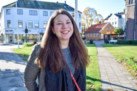 FØLER SEG HJEMME: Agnes Vorsveinsdottir (28) flyttet til Sandefjord for fem år siden, og har ikke angret. Hun har egen leilighet, fast jobb og et godt nettverk her. – Jeg føler meg hjemme i Sandefjord, slår hun fast.