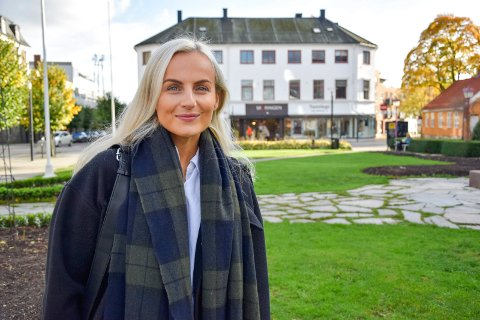 BLE GRÜNDER: Amalie Tveitan Mæland (29) valgte å bli sin egen sjef da hun ikke fant en jobb som var relatert til utdannelsen og yrkeserfaringen hun hadde. Nå driver hun for seg selv i skjønnhetsbransjen, og det er vipper og bryn som er hennes spesialfelt.