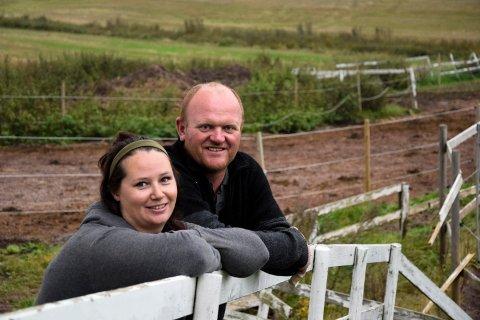 ANGRER IKKE: Martine Wessel (32) og Tommy Fløysand (42) forlot Bodø til fordel for Stokke i 2011. De to stortrives med hektiske dager på landet, hvor det går i hest fra morgen til kveld. – Vi angrer ikke på at vi flyttet fra nord, understreker de to.