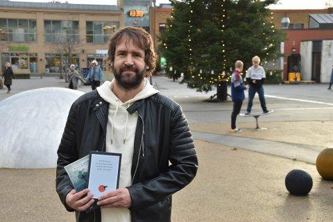 BOK NUMMER TO: Billy Hem er aktuell med en ny surrialistisk bokreise. – Jeg håper at leseren skal finne noe de ikke har lest før, sier han. FOTO: Vibeke Bjerkaas