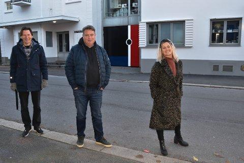 SHOWKONSERT: Arrangørene Nils Mathisen, Rune Haglund og Marit Strømøy inviterer til julehitparade 11. og 12. desember. FOTO: Vibeke Bjerkaas