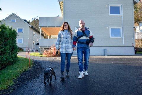 ENDELIG PUNKTUM: Lene Brenna (48) og Bjarne Johansen (49) kan senke skuldrene, ettersom det i helgen ble klart at Stub borettslag ikke anket dommen fra lagmannsretten. Nå har samboerparet betalt ned gjelden sin, i tillegg til at de har gitt bort over 30.000 kroner fra ulike Spleis-aksjoner som var opprettet for dem. – Det er fint å kunne gi noe tilbake, sier Brenna.