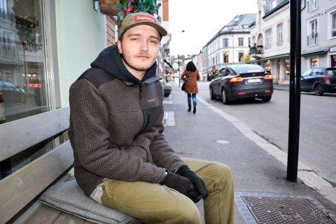 FLYTTET TILBAKE: Jonathan Christoffersen (28) er glad for å være tilbake i Sandefjord igjen, hvor han nå satser på musikk under artistnavnet Vesle.