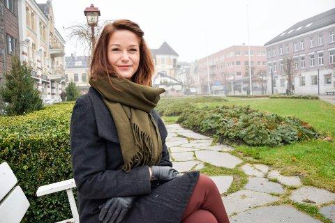 TRIVES: Ina Saue Oddenes (31) stortrives i Sandefjord, hvor hun til daglig jobber som advokat. – Vi har ikke angret på at vi valgte å flytte tilbake hit, understreker hun.