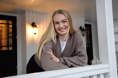 JUSSTUDENT: Amy Sandtorv (20) er i gang med sitt første år som jusstudent i Bergen. – Jeg føler at jeg har valgt riktig studium, sier Amy, som for tiden er hjemme i Melsomvik.